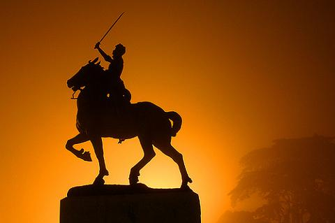 How do Statues of Men on Horses Tell How the Rider Died and What are the Various Depictions?