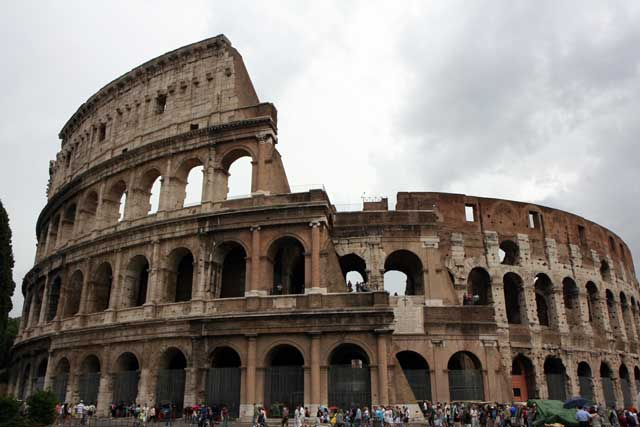 how big is the colosseum in rome